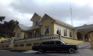 YELLOW-MANSION-Restaurante-Casa-Grande-Heredia-AND-A-LIMOUSINE.-COSTA-RICA-MERCEDES-TOURS.-300x1809ef3c6ce8754d5a3.jpg